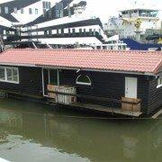 Woonboot ontruiming buiten op het water